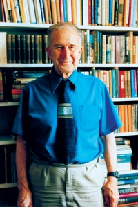 Antony Flew y otro de sus libros, God and Philosophy