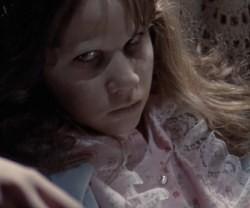 La mirada maligna del demonio en Regan, según la película clásica de El Exorcista; el guionista y el director insisten en que su obra es una historia de redención