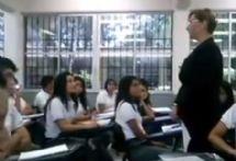 La maestra humilló a su alumna por insultarla en Twitter