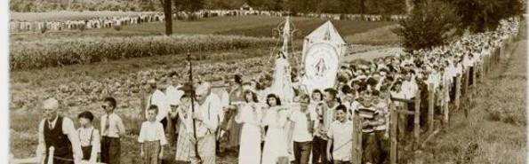 Procesión multitudinaria en los años 60 en Champion-Wisconsin- en memoria de esta aparición - localmente la devoción fue siempre firme