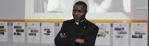 El padre Kenneth es hoy sacerdote de la diócesis de Cartagena-Murcia y colabora con Ayuda a la Iglesia Necesitada
