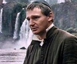 Liam Neeson acompañó a Robert de Niro y Jeremy Irons hasta las Reducciones jesuíticas.