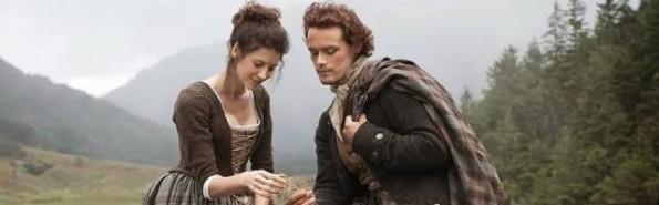 Claire es inglesa, y más bien descreída, y del s.XX - Jaimie es escocés, católico firme y del s.XVIII... triunfa el amor