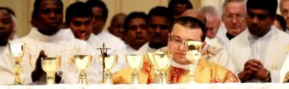 Lorenzo Hatch en una de sus primeras misas con compañeros de su promoción