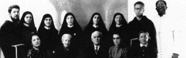 Los esposos Sergio y Domenica Bernardini con sus 10 hijos y su hijo adoptivo nigeriano