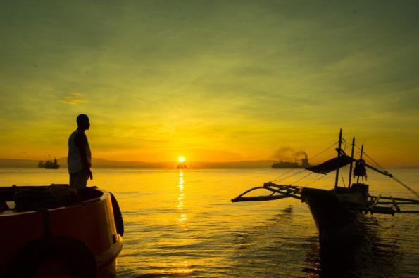 web-man-look-sun-boat-cc-bro-jeffrey-pioquinto-flickr