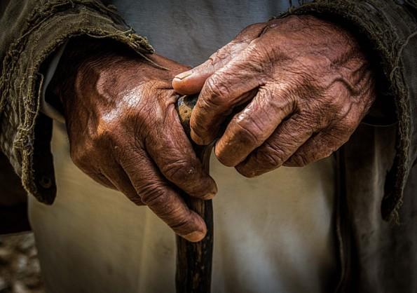 manos-ancianas