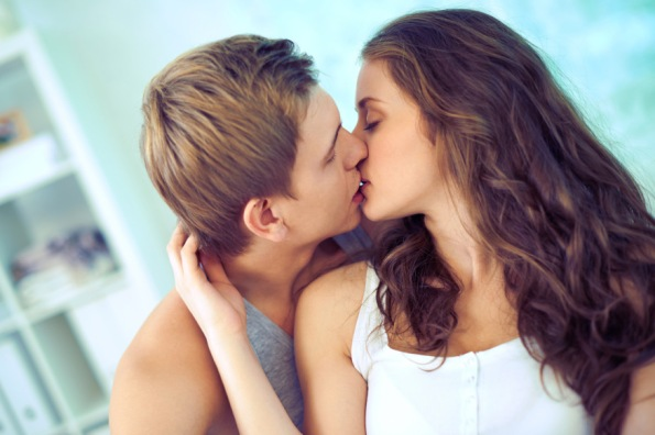web-young-people-kiss-love-c2a9-pressmaster-shutterstock