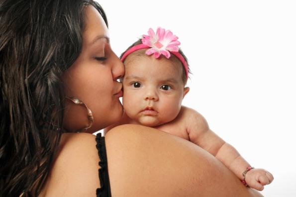 web-maternity-hispanic-mother-daughter-shutterstock_55656748-nate-allred-ai